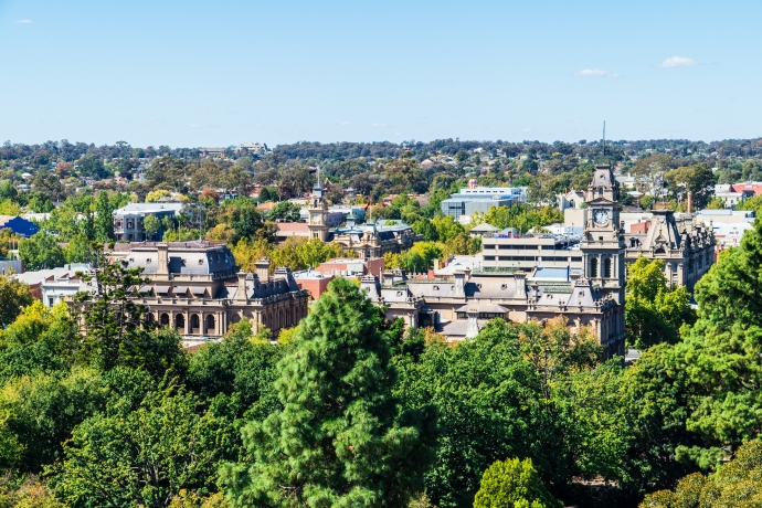 Bendigo Law Court and downtown by Nils Versemann
